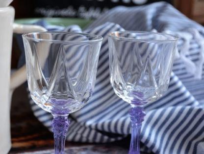 Wijnglazen lila steel detail boven